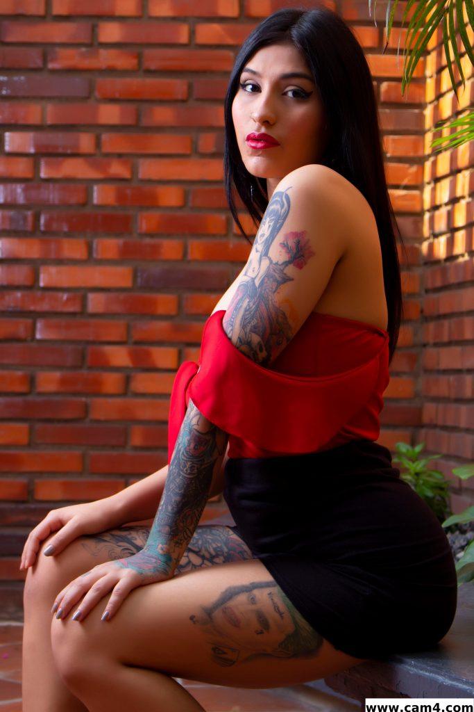 Entretien avec la sexy brunette AriannaErza