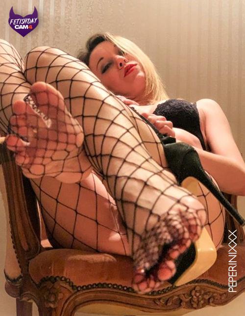 modelo rubia - foot fetish