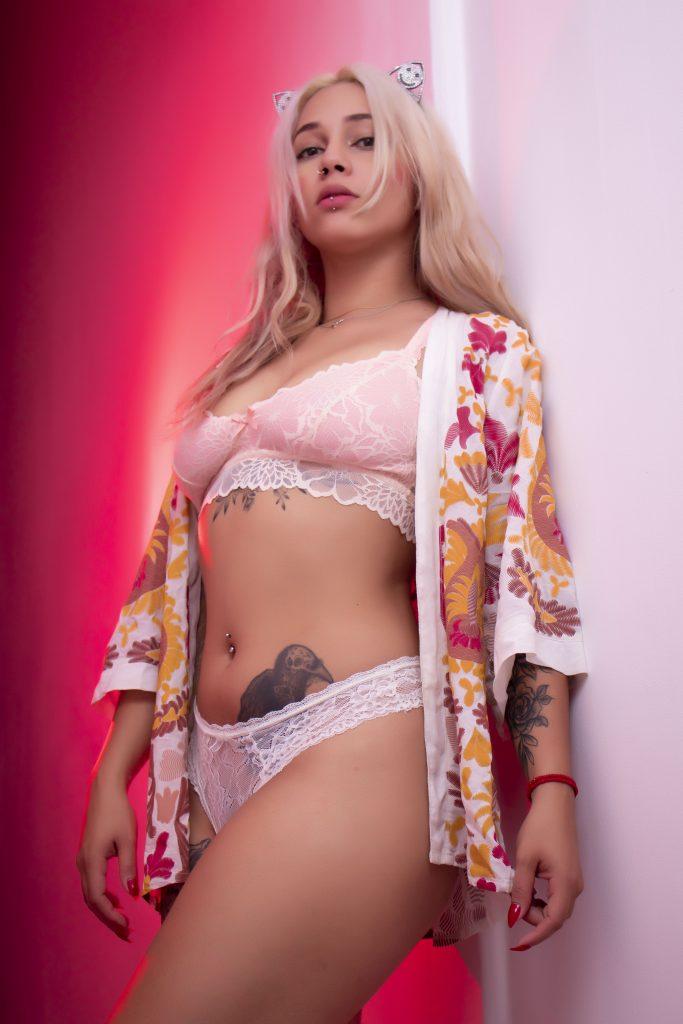 Entretien avec la blonde bombshell Andre_tatto1