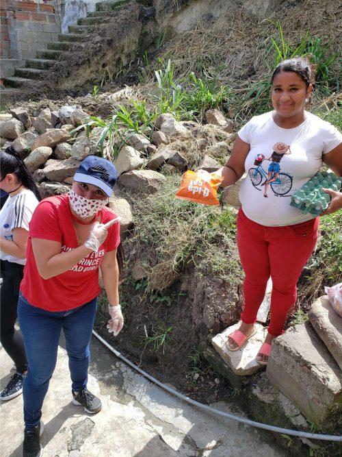 CAM4 de l'Équipe de Support Client Prend dans les Rues de la Colombie à la suite du Rouge Chiffons Phénomène